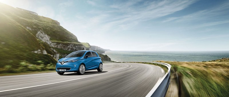 The lease offer is valid until 31 October 2018 and applies to the LIFE equipment with a 22 kWh battery with a running time of 36 months and an annual mileage of 7,500 kilometers. The offer is accompanied by strong national advertising in print and online media. Since its launch in the summer of 2013, the Renault ZOE has been the market leader in the segment of purely battery-powered vehicles. In the first half of 2018, ZOE registrations in Germany rose by 11 percent to 2,691 units - a new record. Thus, the ZOE achieves an electric market share of 15.6 percent in the German market. With the new R110 engine with 80 kW / 110 hp introduced this year, the small electric car is more attractive than ever. Despite the increase in output by 12 kW / 16 hp, ZOE customers do not have to accept any loss of coverage. With the Z.E. 40 lithium-ion battery this is up to 300 kilometers. Source: Renault