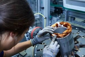 BMW Group Werk Dingolfing - Produktion des Elektromotors. Bildquelle: BMW Group