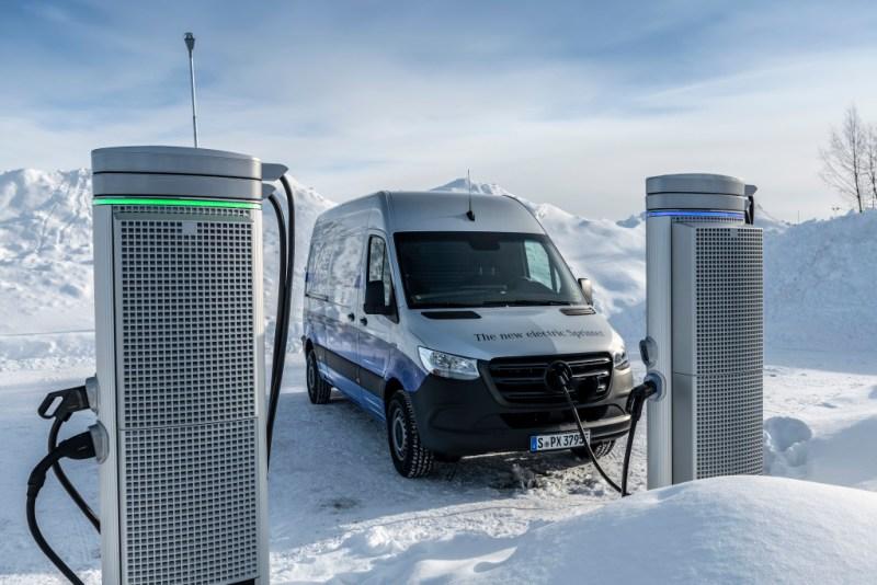 Wintererprobung des Elektroauto Mercedes-Benz eSprinter in Schweden. Winter trials Mercedes-Benz eSprinter in Sweden. Bildquelle: Mercedes-Benz / Daimler