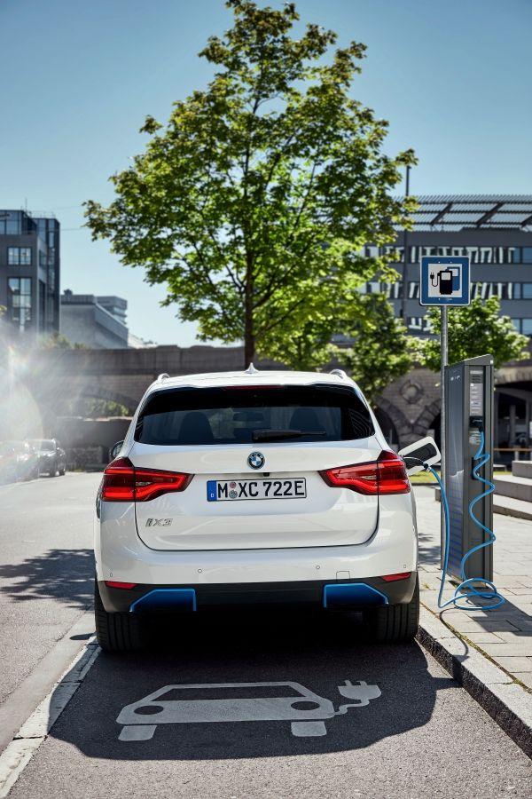 Der erste BMW iX3. (07/2020). Bildquelle: BMW Group