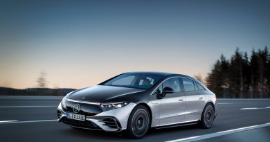 Mercedes-EQ, EQS 580 4MATIC, Exterieur, Farbe: hightechsilber/obsidianschwarz, AMG-Line, Edition 1;( Stromverbrauch kombiniert: 20,0-16,9 kWh/100 km; CO2-Emissionen kombiniert: 0 g/km);Stromverbrauch kombiniert: 20,0-16,9 kWh/100 km; CO2-Emissionen kombiniert: 0 g/km* Mercedes-EQ, EQS 580 4MATIC, Exterior, colour: high-tech silver/obsidian black, AMG-Line, Edition 1; (combined electrical consumption: 20.0-16.9 kWh/100 km; combined CO2 emissions: 0 g/km);Combined electrical consumption: 20.0-16.9 kWh/100 km; combined CO2 emissions: 0 g/km. Bildquelle: Mercedes-Benz