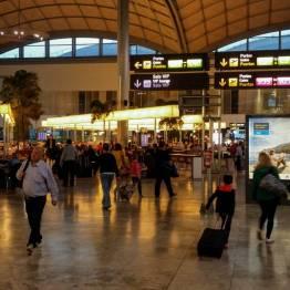 Im Flughafen von Alicante