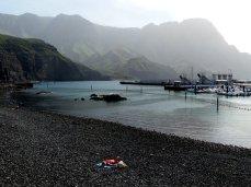 einsam am Strand /Hafen