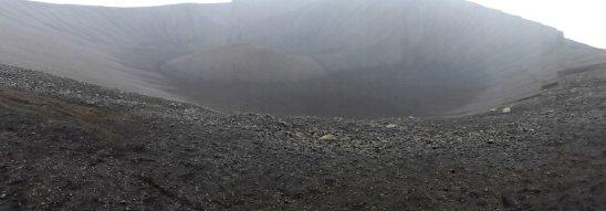 Kraterrand im Regen