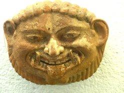 Maske aus Paestum