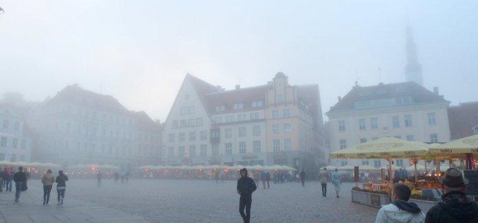 Nebel hüllt die Stadt ein