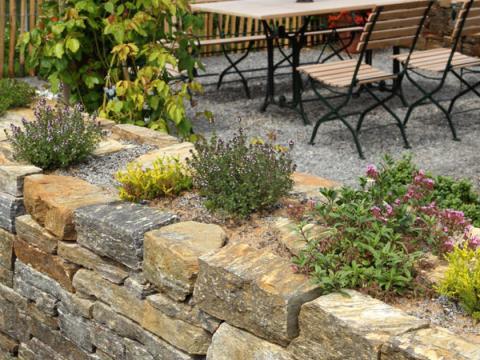 steinmauern im garten gartenmauer - planen, bauen und tipps - mein schöner garten
