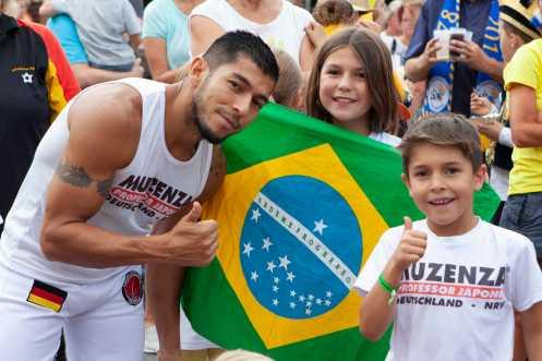 William Gomes-Paschen und seine Grupo Muzenza Capoeira bringen brasiliansche Lebensfreude zum Festival