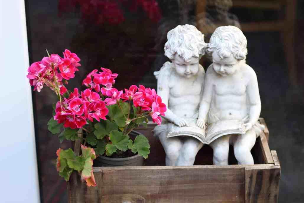 "Lesende Engel, ""Christinas Stube"" Polch"