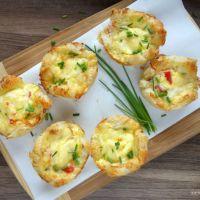 Toast-Törtchen mit Schinken, Tomaten und Käse
