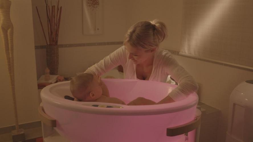 Stabiler Buchenholzstnder fr die Baby Whirlpool Badewanne