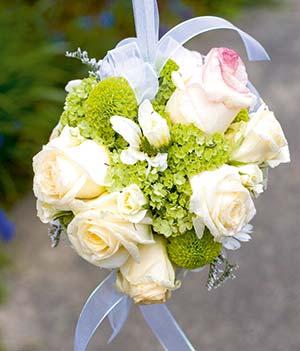 Brautstrauformen von Biedermeier und Wasserfall bis