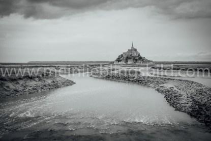 Acryl, Alu Dibond Mont Saint Michel schwarz-weiß Leinwand Foto Poster kaufen