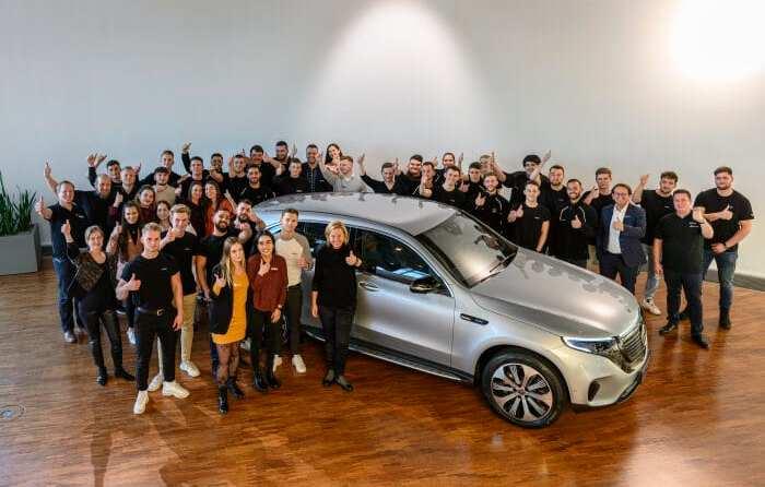 Daimler-Vorstand Britta Seeger begrüßt neue Auszubildende in der Niederlassung Stuttgart
