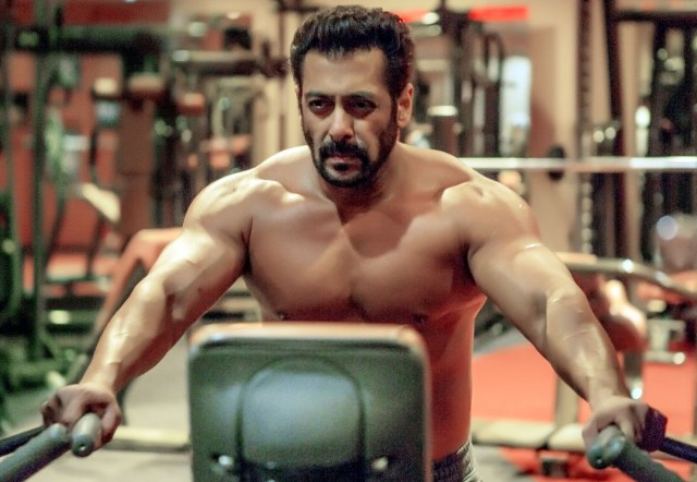 Salman Khan Age - Shirtless Picture Of Salman Khan At The Age of 50