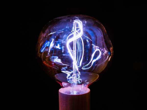 Stromgenerator Glühbirne