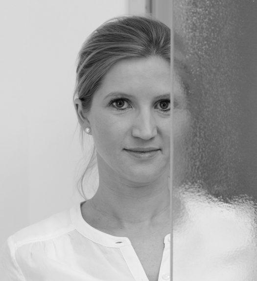 Die Okularistin Barbara Zimmermann