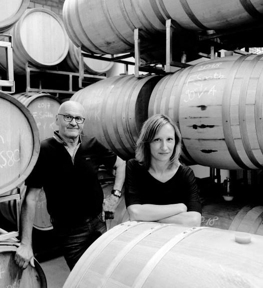 Die Winzer Horst und Sandra Sauer in ihrem Weingut in Escherndorf am Main.