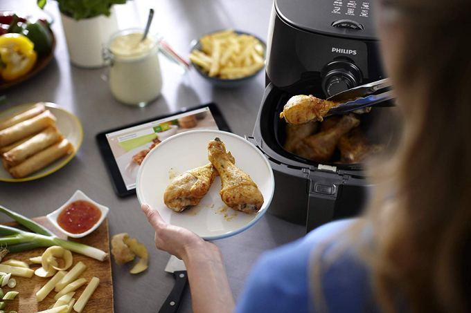 Philips Airfryer HD9621/90 cocinando pollo sin aceite