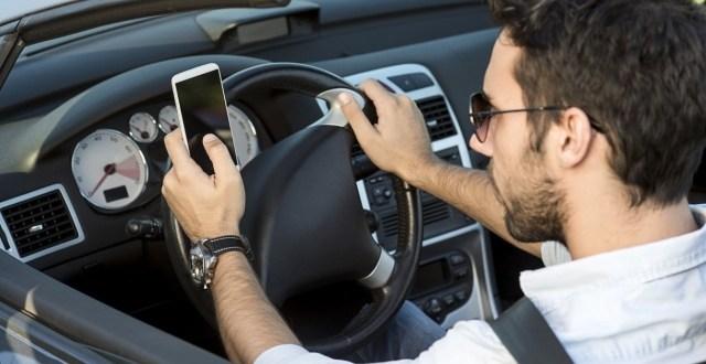 Cellulare alla guida? Patente sospesa da 1 a 3 mesi