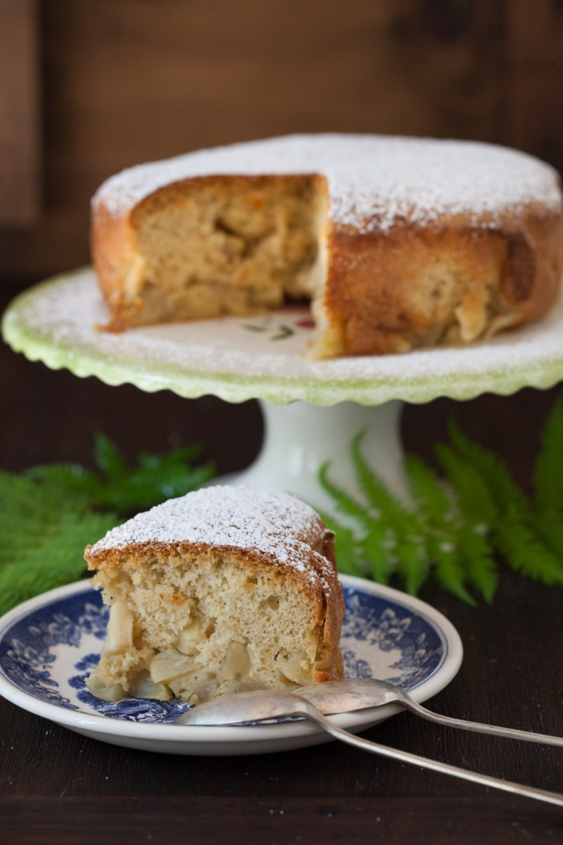 Russian Monday: Sharlotka - Apple Cake