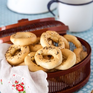 "Russian Monday: ""Sushki"" - Sweet Tea Bread, Baked Crunchy Round Snacks"