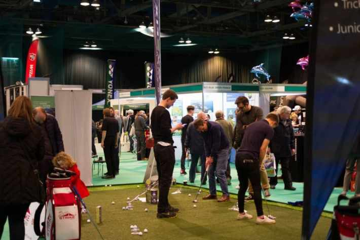 Photo of people trying to putt at the Scottish Golf Show in Glasgow
