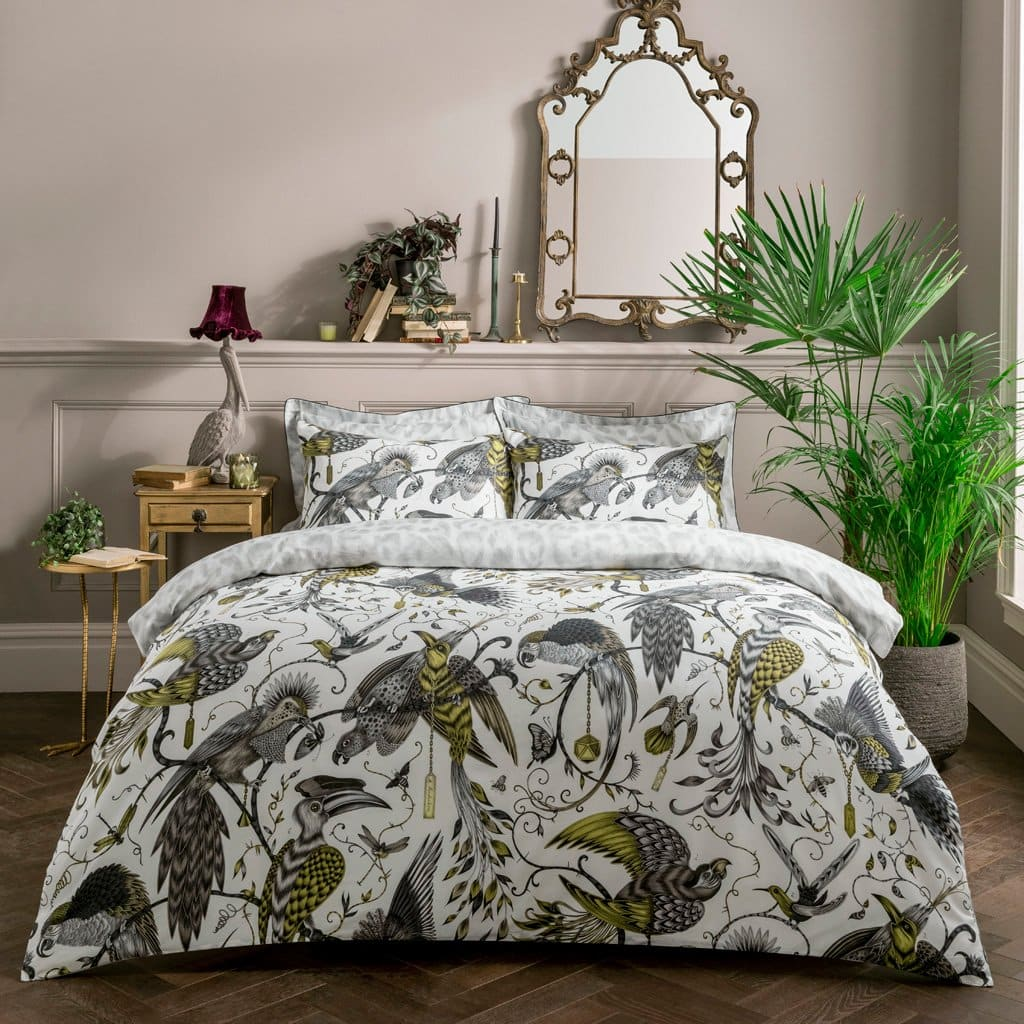 posteljina s temom džungle i ptica u sivoj i žutoj boji
