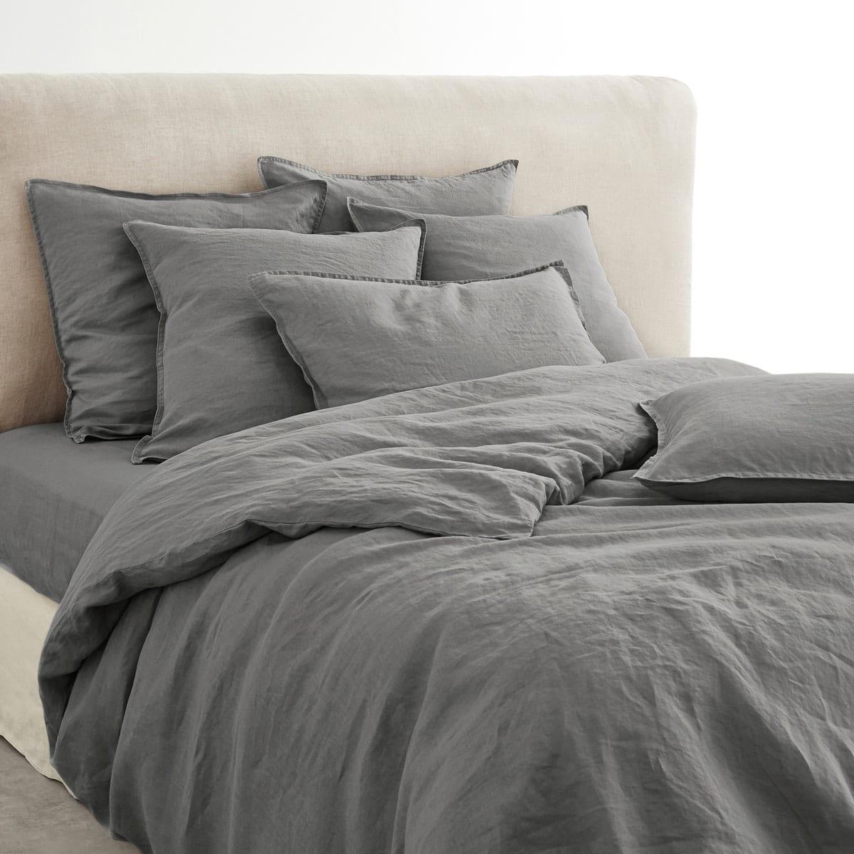 gri yatak çarşafları