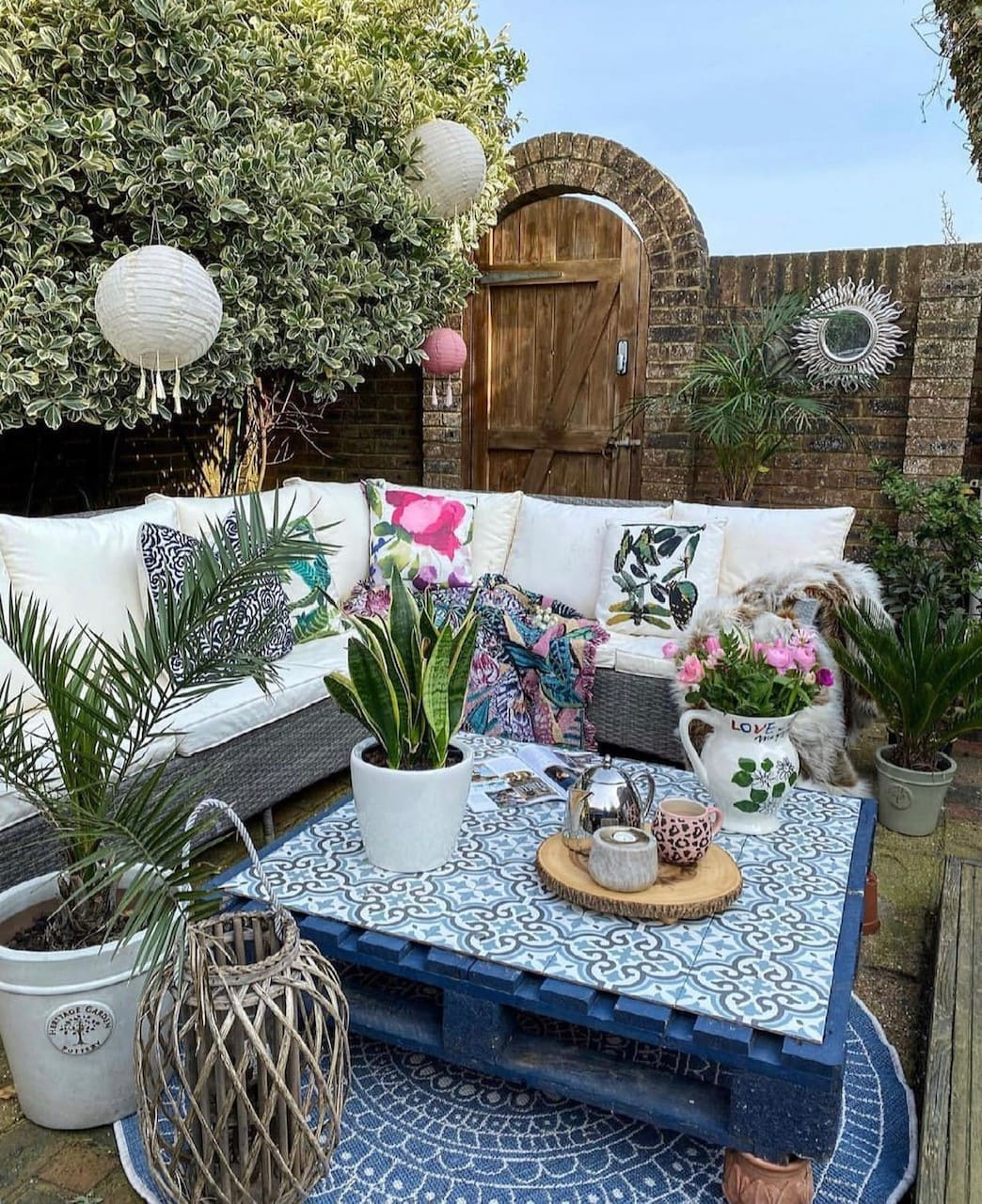 our pallet table in the garden
