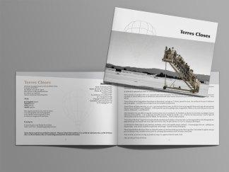 Dossier A4 fermé, 12 pages au format paysage