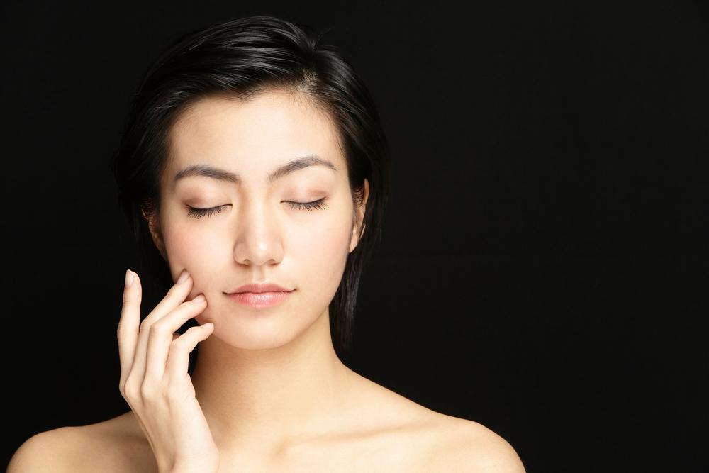 Massaggio giapponese faidate per distendere il viso e eliminare le tossine