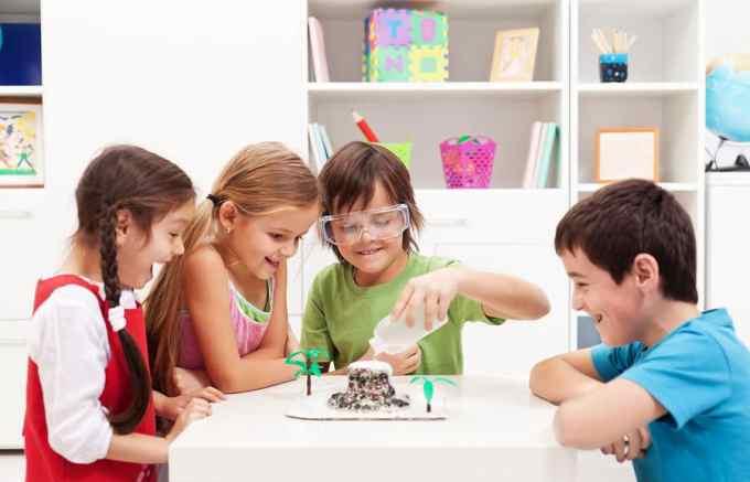 kids-group-learning.jpg (900×579)