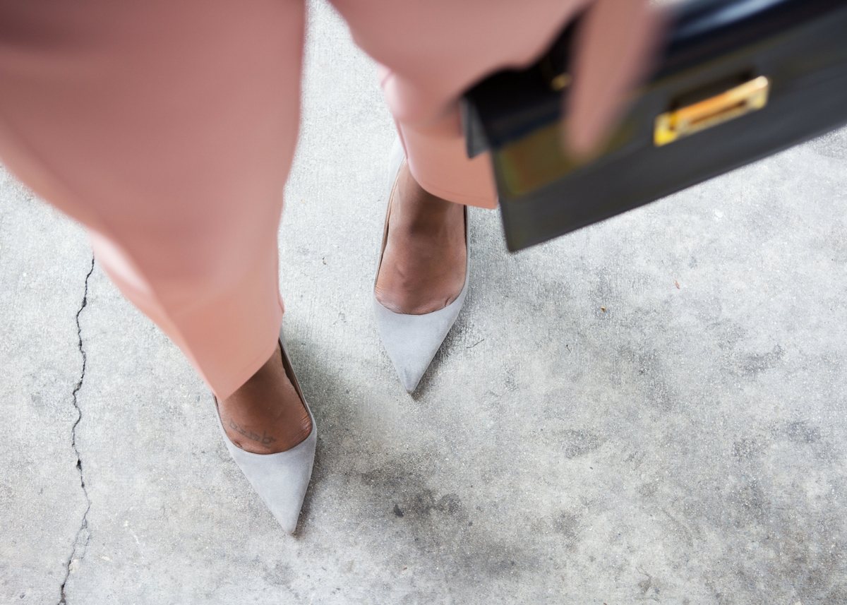 pink-suit-grey-heels-melissa-chataigne-stylist