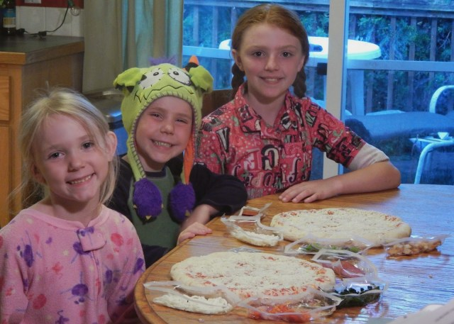 Family Time Idea: #DesignAPizza together! #Digiorno #shop