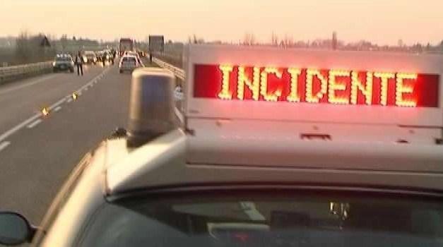 Incidente sull'asse mediano. 4 auto coinvolte