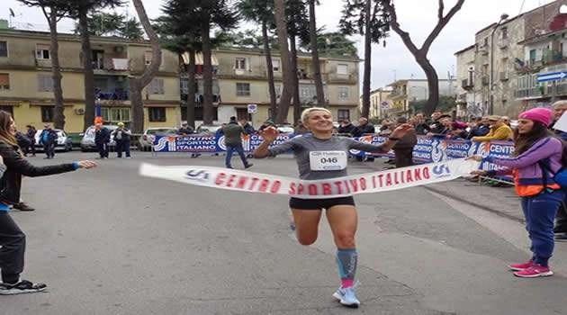 Scampia - la corsa di Santo Stefano la prima classificata donna