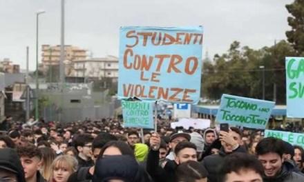 """Napoli: """"Studenti Contro le Violenze"""", oggi un dibattito a via Mezzocannone"""