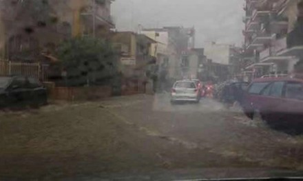 Tempesta di vento, acqua e grandine su tutta la Campania, notevoli i disagi e danni
