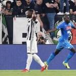 Koulibaly castiga la Juventus, Napoli a -1, in città e provincia tifosi in delirio
