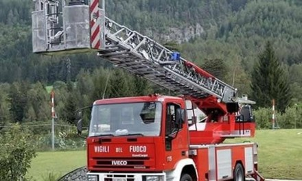 Melito, spaccio nel complesso 219 di via Lussemburgo: i carabinieri arrivano fino al tetto per gli arresti
