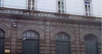 Napoli - carcere Poggioreale