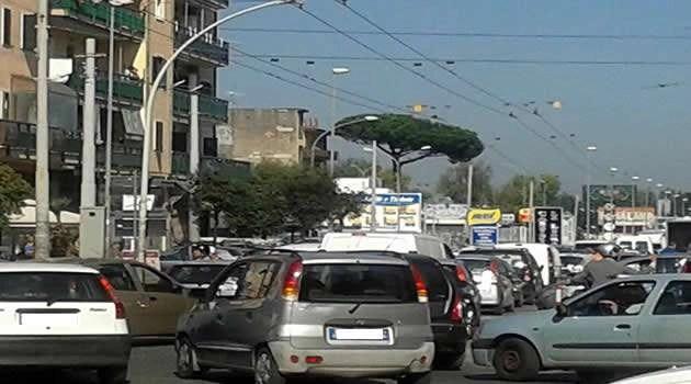 Melito - traffico alle Colonne di Giugliano