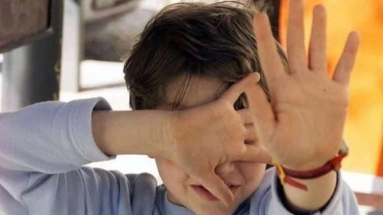 Orrore a Qualiano. Bidello molestava studente nei bagni, arrestato 63enne