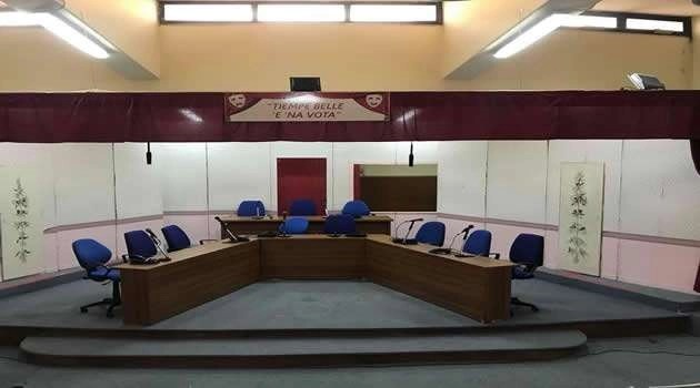 La tragicomica dell'amministrazione comunale di Melito e i cittadini pagano