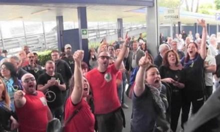 Cronaca, Napoli: continuano le proteste degli operai Whirlpool