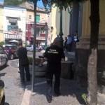 Melito. Caos in Piazza Santo Stefano: uomo si distende sul pavimento della chiesa