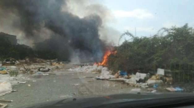 Rogo tossico a Scampia, cittadini costretti a chiudere porte e finestre