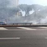 Rogo tossico invade le corsie di fumo: panico tra gli autisti