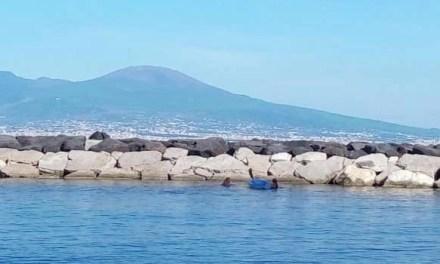 Coronavirus, Napoli. Lungomare affollato: scattano le sanzioni